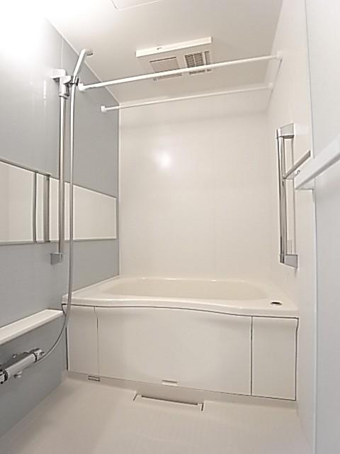 追い焚き・乾燥機能付きの浴室!一日の疲れを癒して下さい♪