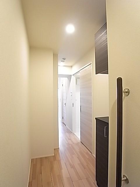 玄関から室内方向を撮影!