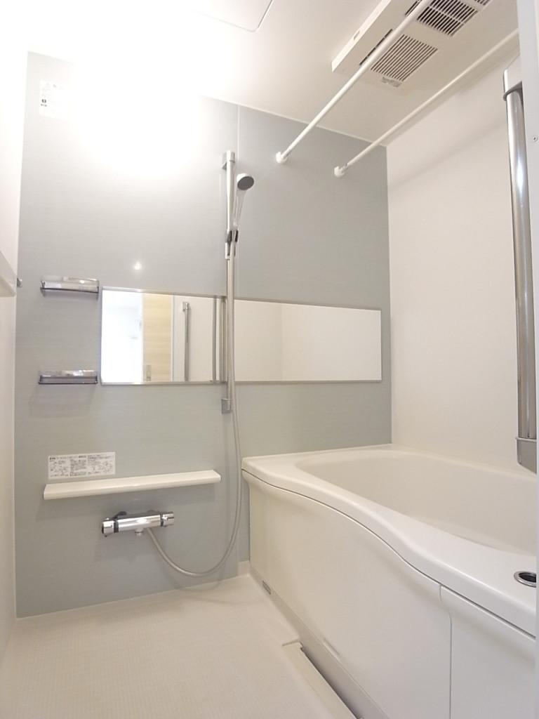 追い焚き・浴室乾燥機能付きの浴室!