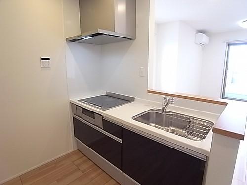 大きめの収納が便利で使いやすいキッチン!