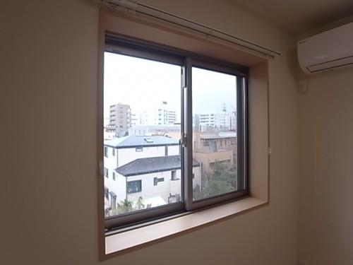 洋室の腰高窓!
