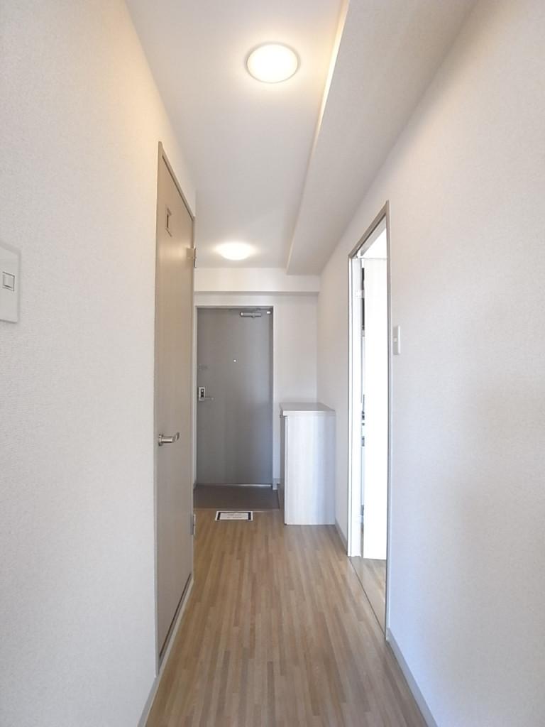 少し幅のある廊下が窮屈感を与えません。