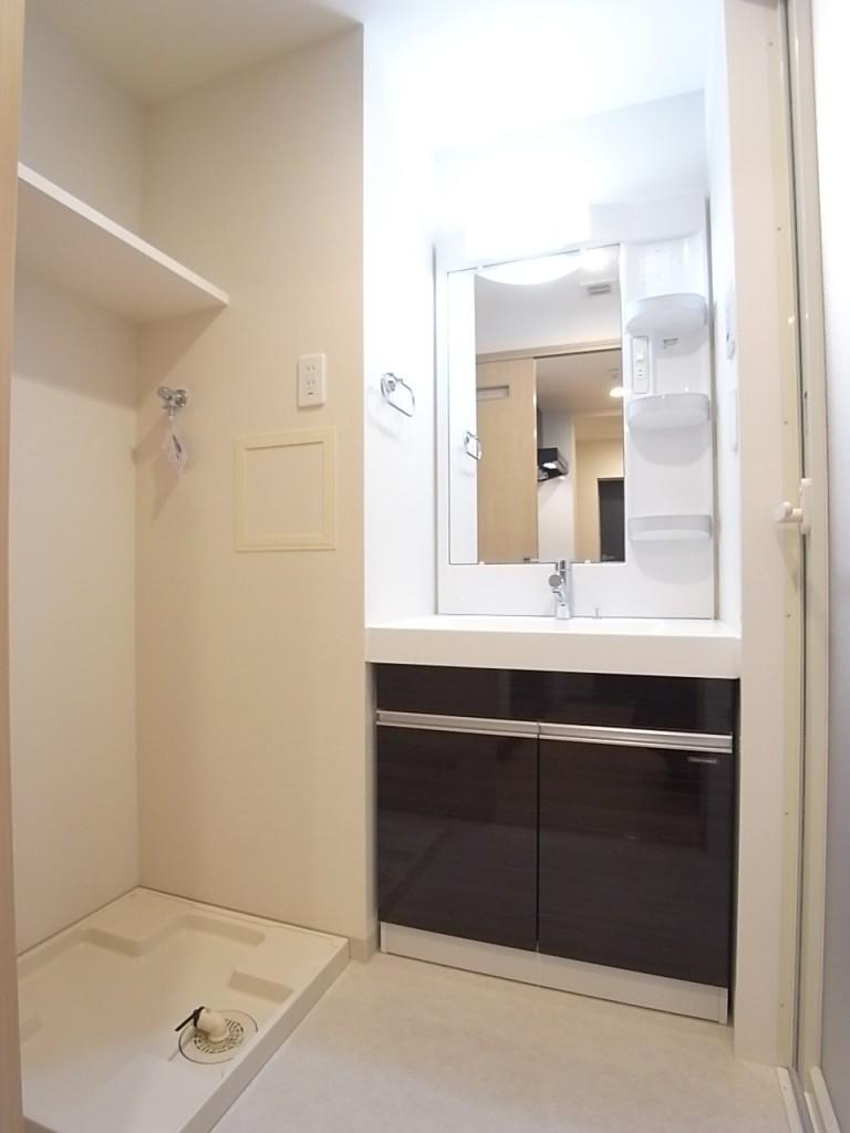 洗面脱衣所には洗濯機置き場あり!