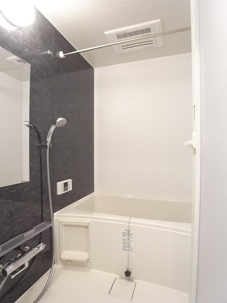浴室は追い焚き・乾燥機能付き!一日の疲れをゆっくり癒して下さい!