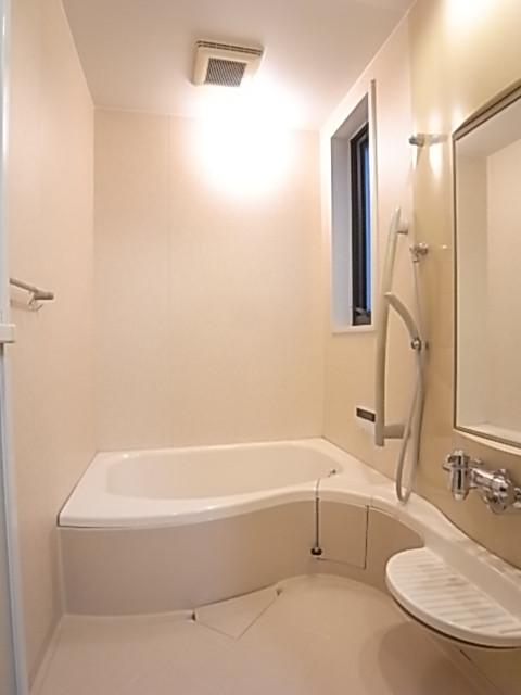 換気窓のある浴室♪一日の疲れを癒してください!