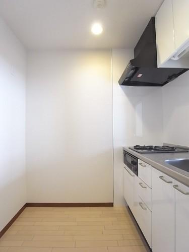 冷蔵庫と食器棚も並べて置けるスペースがあります!