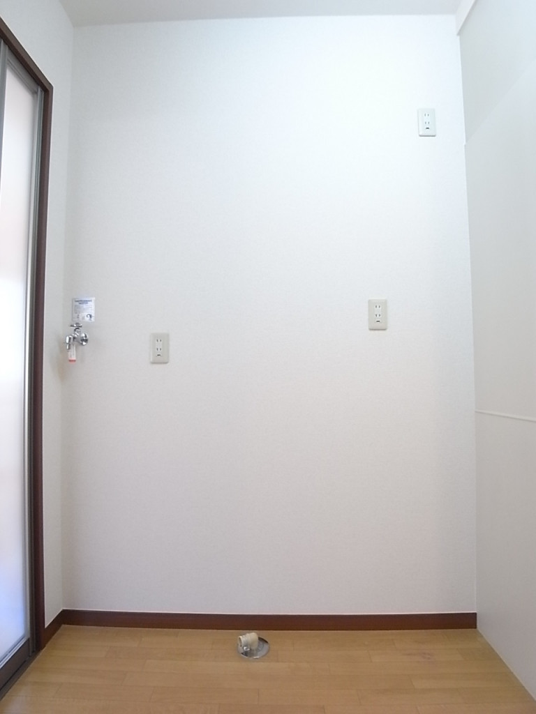 冷蔵庫、洗濯機置場 120センチ以上の幅があります!
