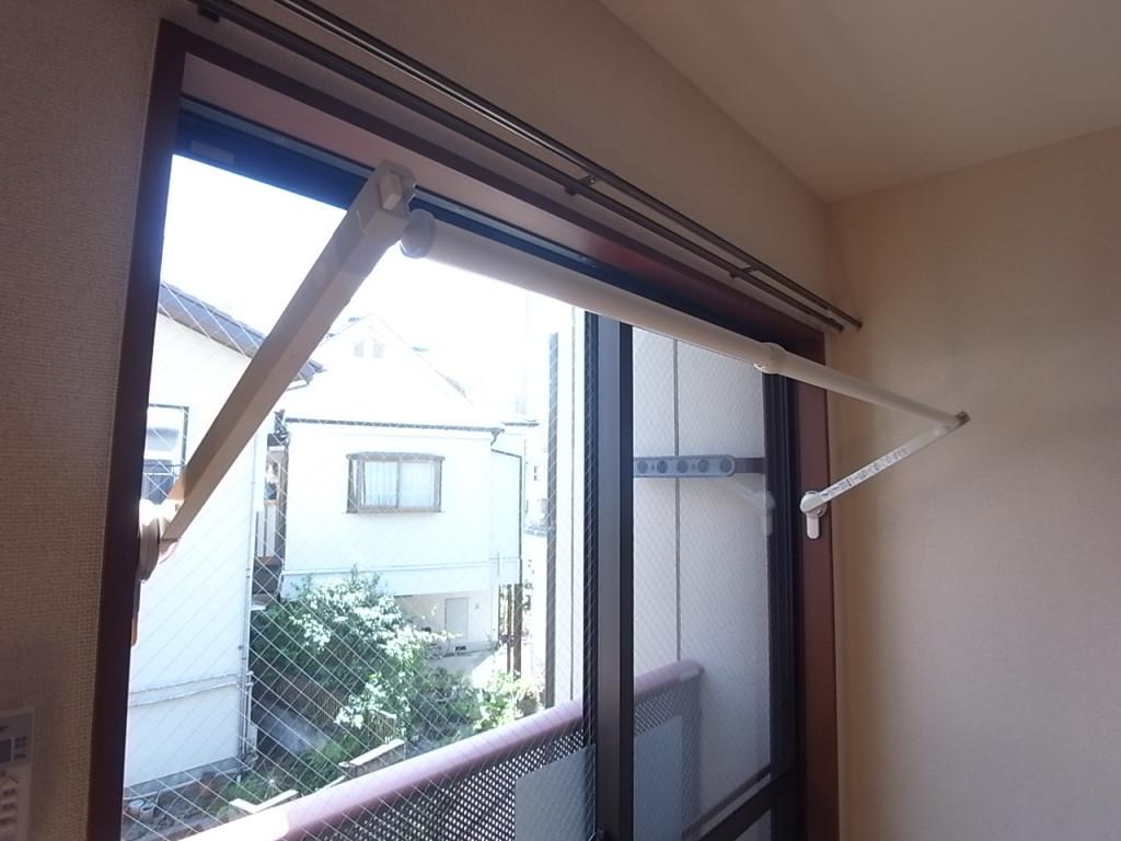 雨の日にも重宝する室内物干し具!
