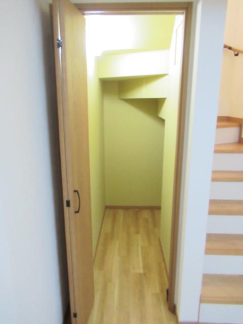 階段下 収納