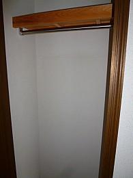 廊下収納(写真は3階のお部屋となります