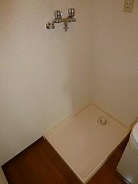 室内洗濯機置場(写真は3階のお部屋となります