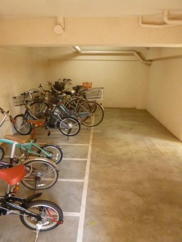 地下駐輪場もあります