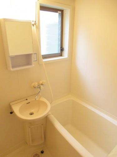浴室にも窓があります!