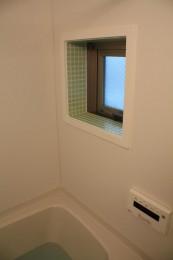 モザイクタイル貼り窓付バスルーム!