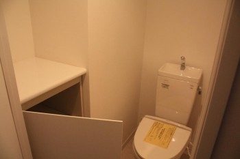 嬉しい収納と飾り棚付トイレ!