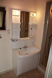 独立洗面台は新品♪ 窓があって南北の風通し良好♪
