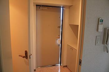居室を背に玄関方向を撮影しました!