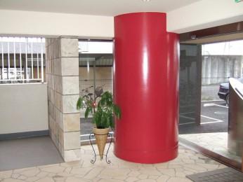 このマンションのアイコン!赤い柱!