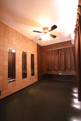 3F洋室はシックでお洒落な雰囲気で落ち着きます♪