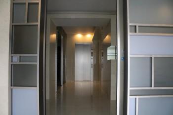 オートロック扉からエレベータホール