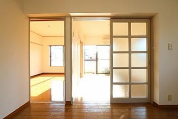 洋室からの爽やかな陽射しがキッチンまで差し込みます♪