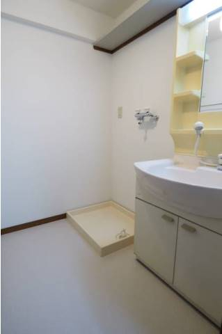 脱衣スペースもしっかりある洗面所。
