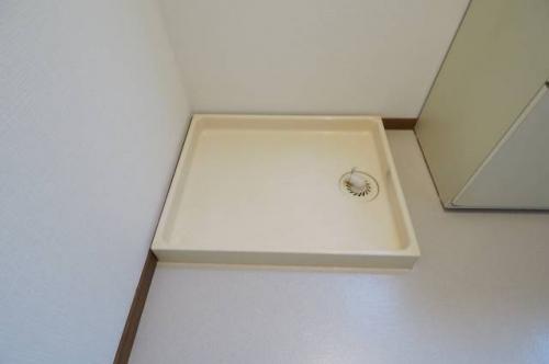 防水パン付きで安心の洗濯機置場。