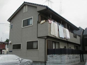 静かな住宅地にあるテラスハウス。
