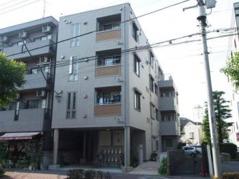 駅から10分圏内にある便利なマンションです。