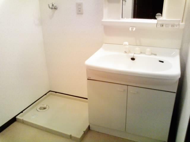 洗濯機置き場も防水パンつきです。