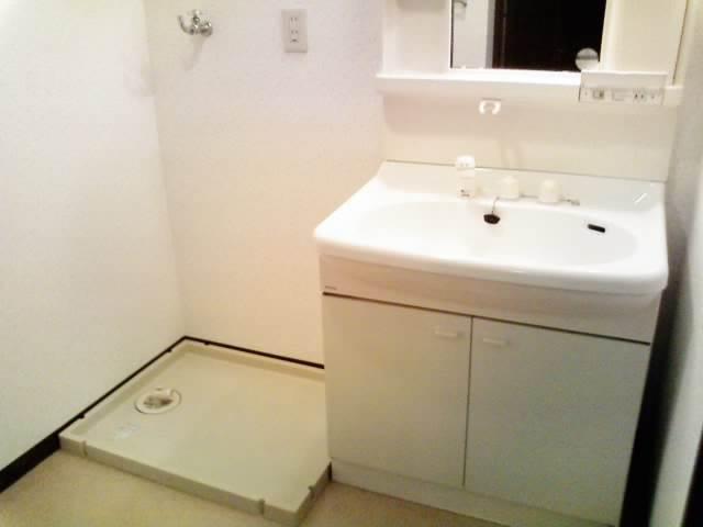 防水パン付きで安心の洗濯機置場