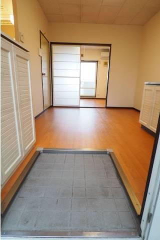 玄関も出入りのしやすい造りです。