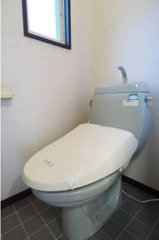 トイレには小窓もあるので換気もしっかりできます