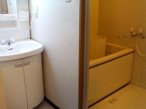 洗面台も独立しているので便利です。