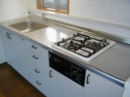 キッチンは料理のしやすいシステムキッチンです。