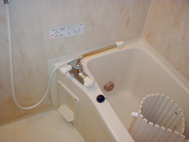 お風呂は追い焚きつきで便利です