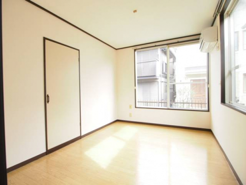 一日を通して明るいお部屋。