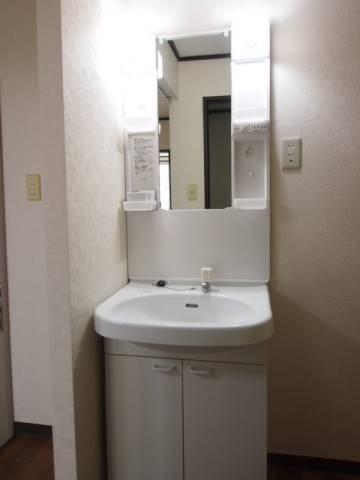 洗面台は独立タイプの人気設備。