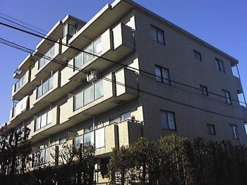 日当たりの良いマンションです。駅から徒歩10分圏内の好立地。