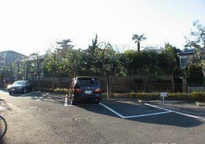 敷地内駐車場はこんな感じです。