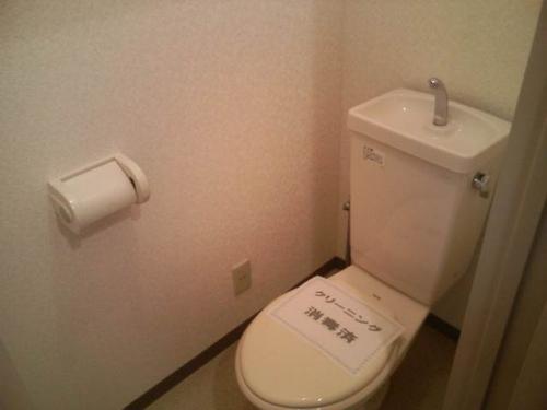 トイレも落ち着く個室です。