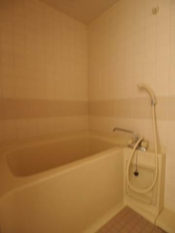 お風呂もしっかり広さがあるので安心ですね。