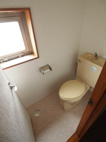 トイレには窓があるので換気もしっかりできますね。