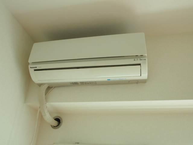 エアコンもついていて夏場も冬場も安心です。