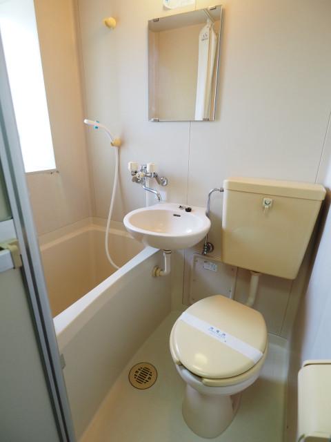 バストイレは一緒ですが窓付きで換気がしっかりできます