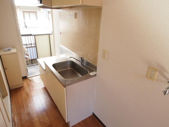 キッチンも一人暮らしなら充分な大きさです。