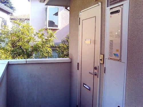 玄関前もゆとりがあるので引っ越しもしやすいです。