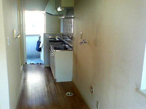 キッチン横もスペースがあり、使いやすい。
