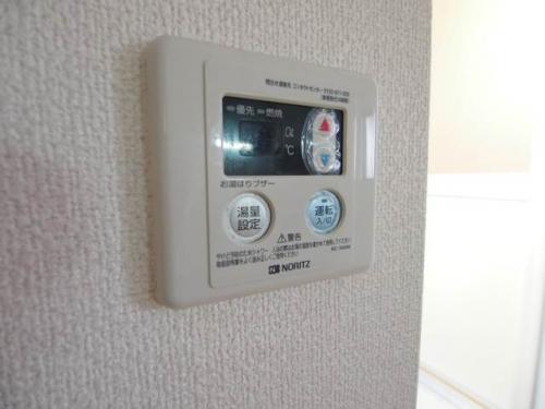 給湯器もパネルで操作。