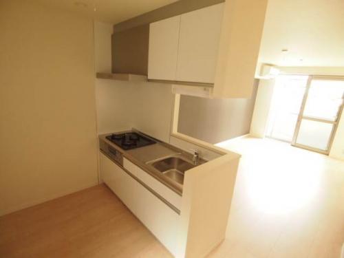 ゆったりと使う事のできる広いキッチン。IHでお掃除もラク。